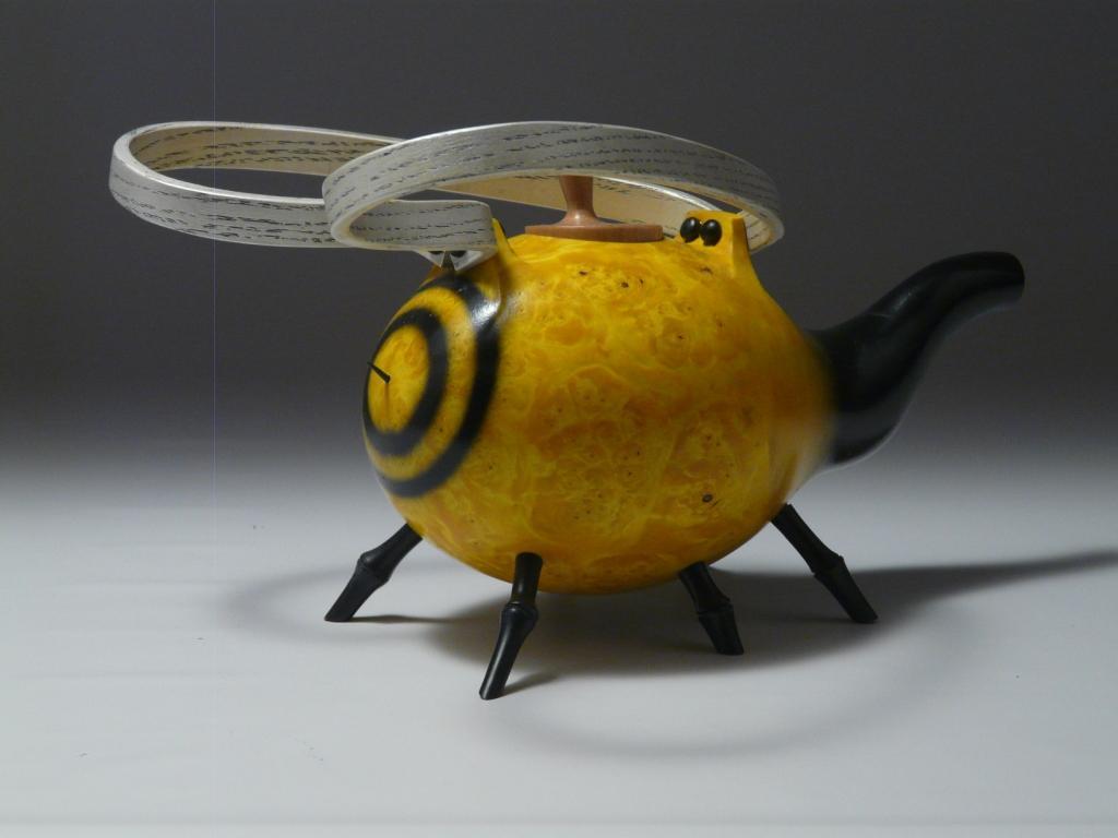 Bee Tea Heading South